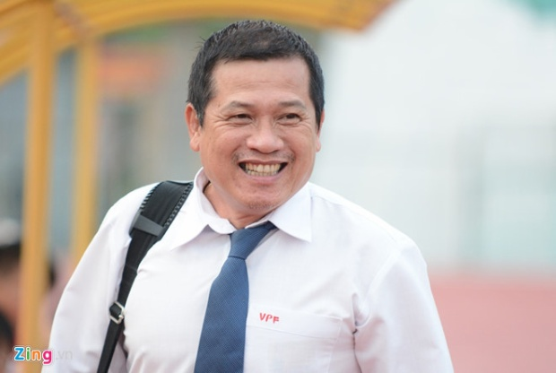 Ông Dương Văn Hiền dự khán trận Hà Nội - HAGL. Ảnh: Zing.vn