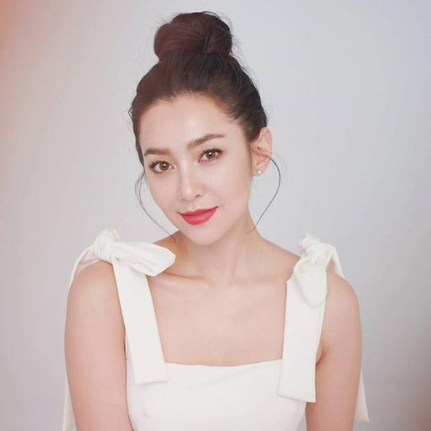 Taew Natapohn và Bella Ranee cùng sinh năm 1989.
