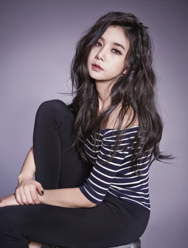 Còn về phần hợp đồng của Cao Lu với Fave sẽ hết hạn vào cuối tháng 5 tới, hiện vẫn chưa rõ cô nàng quyết định gia hạn hay tìm kiếm con đường mới như các thành viên khác.