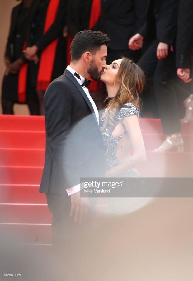 Nabilla Benattia và Thomas Vergara gây chúý khi hôn giữa thảmđỏ