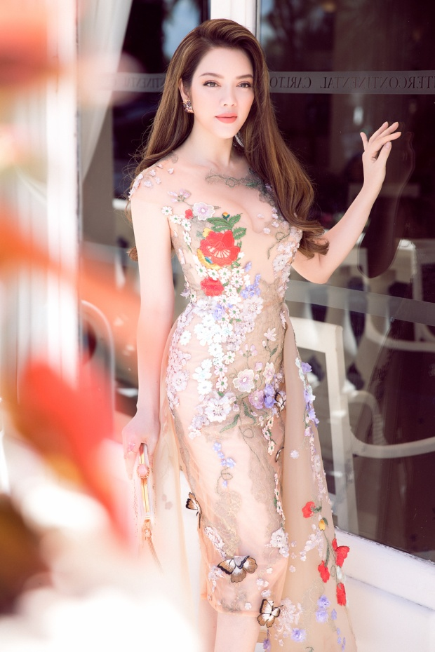 Gam màu nude thời gian gần đây được rất nhiều ngôi sao ưa chuộng, thế nhưng đây là màu hoàn toàn không dễ đưa vào trang phục.