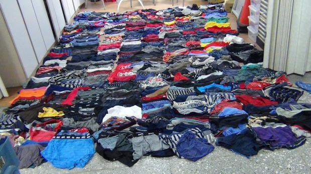 Cảnh sát phát hiện thấy 541 chiếc quần lót nam trong nhà Trương.