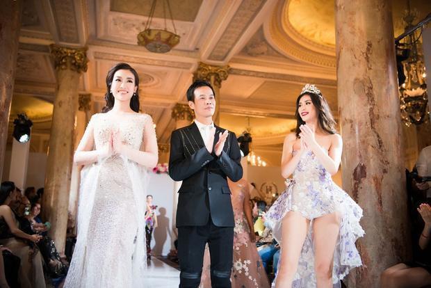 Nếu Ryio Mori chưng diện bộ jumpsuit với phần tà dài thướt tha, khoe trọn đôi chân thẳng tắp thì Hoa hậu Việt Nam 2016 lại vô cùng ý nhị, kiêu sa với chiếc váy đuôi cá ôm sát, khoe trọn thân hình ngọc nữ.