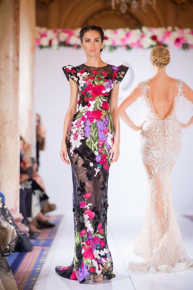 Các thiết kế cầu kỳ của Hoàng Hải được đầu tư về chất liệu, lẫn cách đính kết trên thân váy.