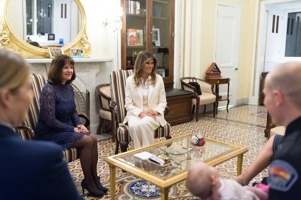 Bà Melania tổ chức cuộc gặp với phu nhân phó Tổng thống Mỹ, bà Karen Pence.
