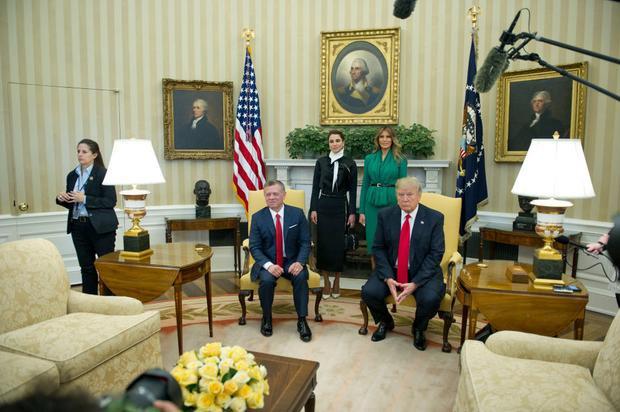 Bà Trump trong một cuộc gặp gỡ với các nguyên thủ quốc gia ở Phòng Bầu Dục.
