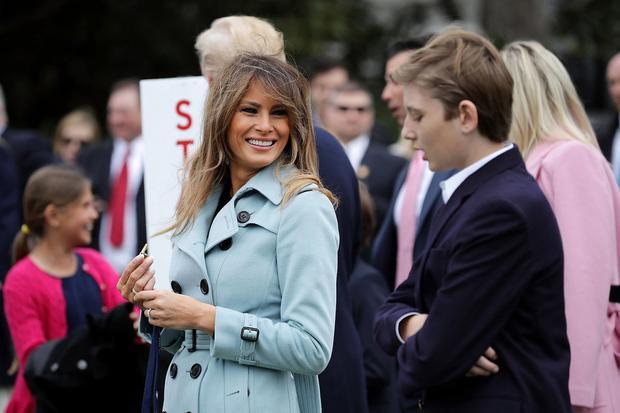 Bà Trump và con trai tham dự sự kiện hôm 2/4 ở Nhà Trắng.