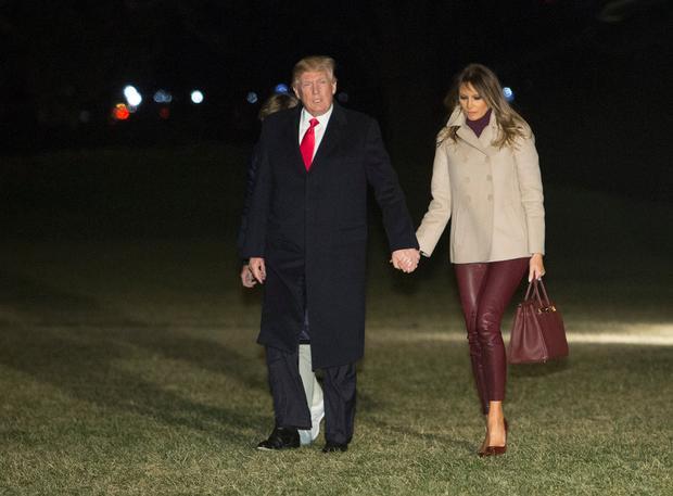 Hai vợ chồng tổng thống quay trở về Nhà Trắng từ khu nghỉ dưỡng Mar-a-Lago ở bãi biển Palm, Florida hôm 1/1/2018.