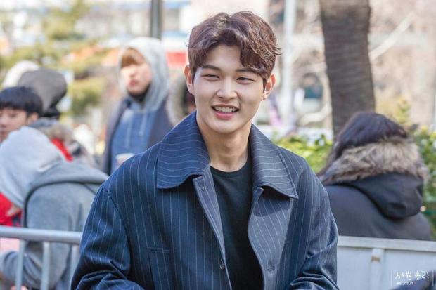 Lee Seo Won đến từ Blossom Entertainment - công ty sở hữu ngôi sao đình đám như Song Joong Ki, Park Bo Gum, Im Ju Hwan…