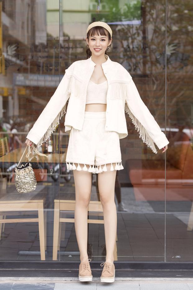 """Với vẻ bề ngoài mảnh mai, được nhiều nhãn hàng thời trang cao cấp yêu thích, những gì đang diễn ra với Phí Phương Anh cho thấy sắp tới sẽ là giai đoạn phủ sóng hình ảnh của cô trên mọi """"mặt trận""""."""
