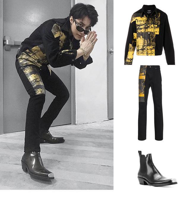 Set đồ này của Sơn Tùng thuộc bộ sưu tập Calvin Klein 205W39NYC. Chiếc áo jeans loang màu có giá xấp xỉ 16 triệu đồng, chiếc quần cùng bộ có giá khoảng 13 triệu. Đặc biệt đôi chelsea boot độc đáo có phần mũi bịt sắt được bán với giá khoảng 40 triệu đồng.