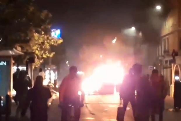 CĐV Marseille ẩu đả với cảnh sát.