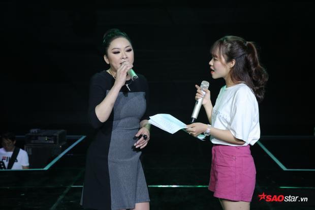 Như Quỳnh cùng Yuuki Ánh Bùi tập luyện trong tiết mục song ca đêm Chung kết Thần tượng Bolero 2018.