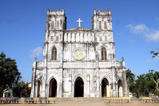 Nhà thờ Mằng Lăng được biết đến là một trong các nhà thờ cổ nhất Việt Nam.