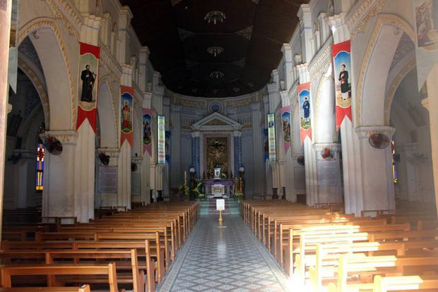 Kiến trúc bên trong nhà thờ.