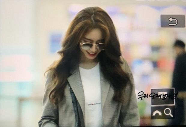 Ngày 26/4, fan phát hiện cô nàng một mình đến Trung Quốc mà không rõ lịch trình gì.