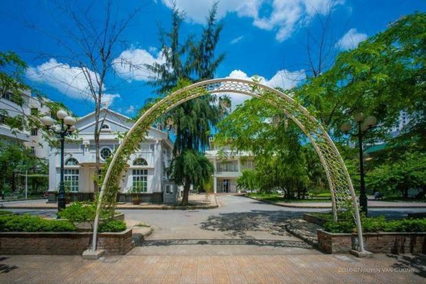 View sống ảo ở khu nhà D Đại học Văn hóa chẳng khác gì một công viên.