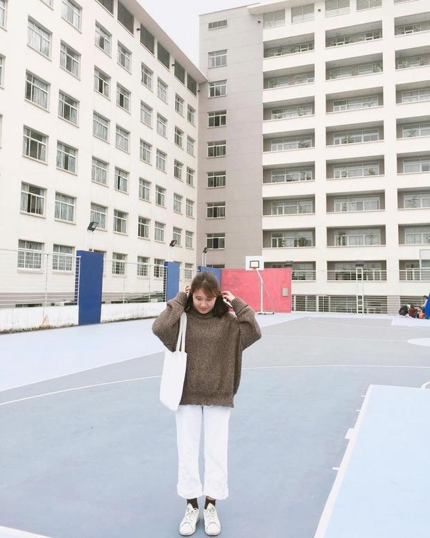 Ngôi trường này có lối thiết kế, cách bài trí và vườn sinh viên nhỏ xinh đã khiến cho nơi này trở thành là địa điểm chụp ảnh đáng ghen tị.