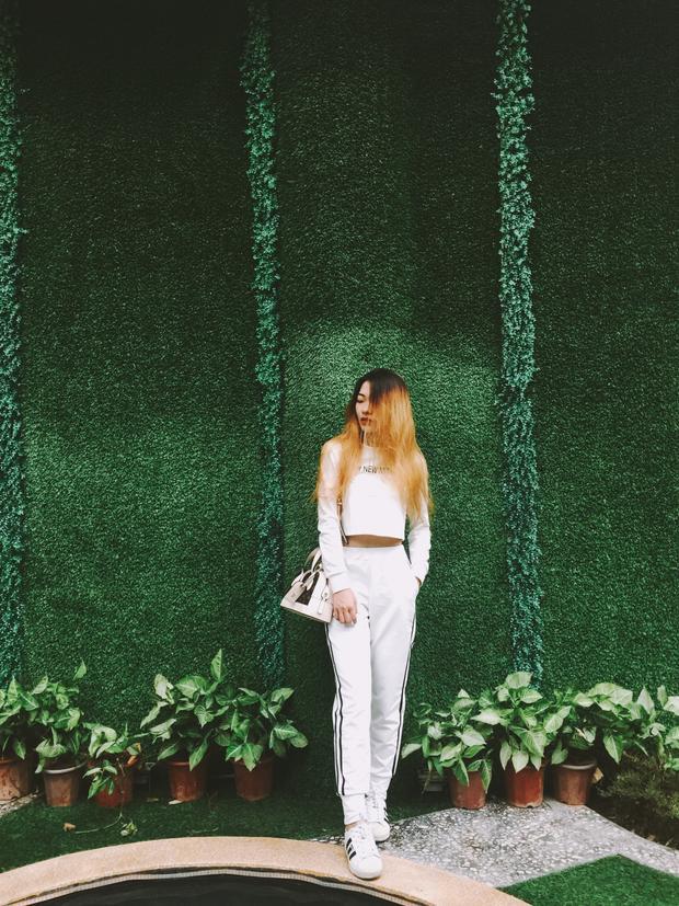 Bức tường cỏ nhân tạo cũng là một trong những điểm không thể bỏ qua