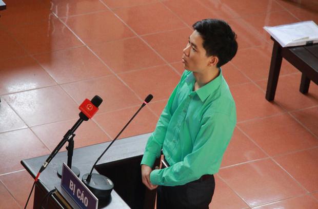 Bác sĩ Hoàng Công Lương trong phiên xử.