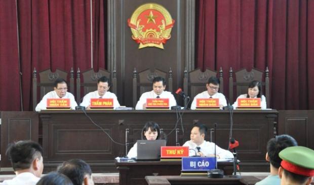 HĐXX trong phiên tòa sáng nay. Ảnh: Vietnamnet.