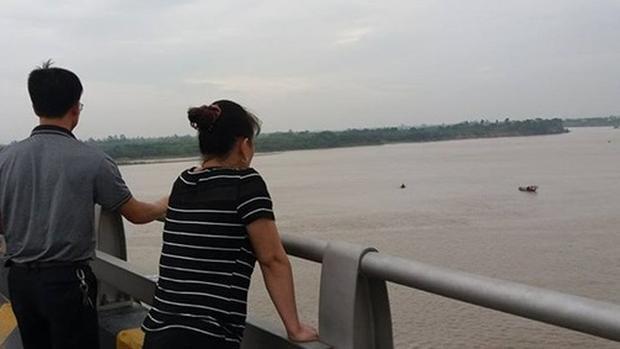 Khu vực cầu Phù Đổng nơi Thuận nhảy xuống tự tử nhưng được công an kịp thời ngăn chặn.