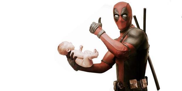 """Phân đoạn nhạy cảm giữa Wade và """"em bé"""" Hitler bị cắt khỏi phim."""