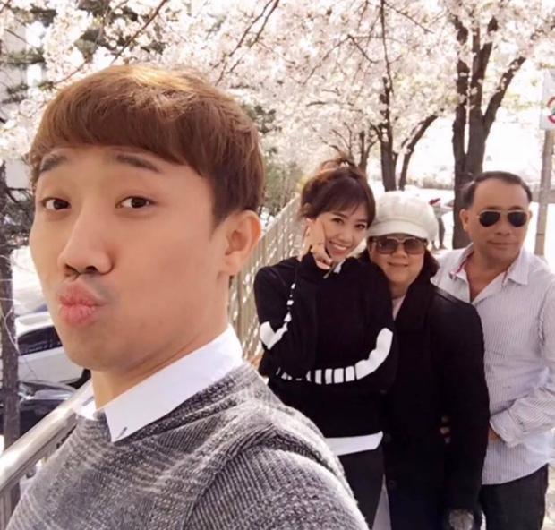 Cô từng đưa gia đình chồng sang Hàn Quốc nghỉ dưỡng,…