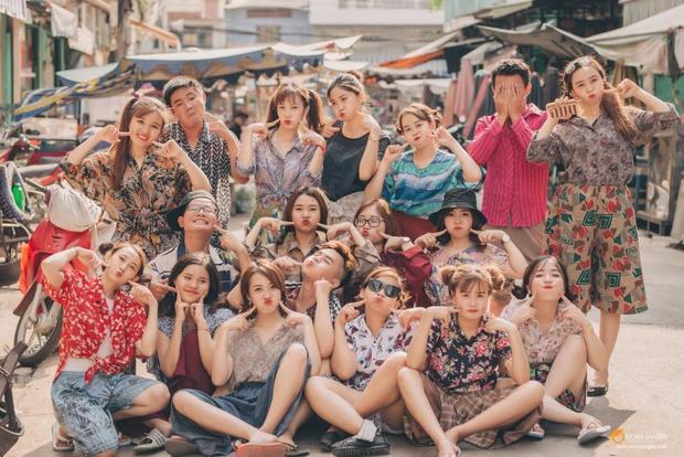 Nhờ cách quậy hết mình và hợp tác vô cùng ăn ý,bức ảnh kỷ yếu của sinh viên Du lịch HUTECH đầy khoảnh khắc độc lạ, hài hước và vô cùng ấn tượng.