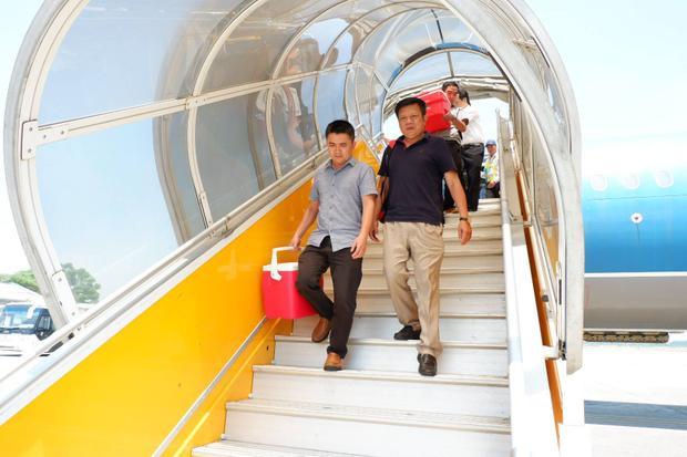 Chuyến bay 'chạy đua' với thời gian đưa trái tim một thanh niên hiến tạng từ Hà Nội vào Huế