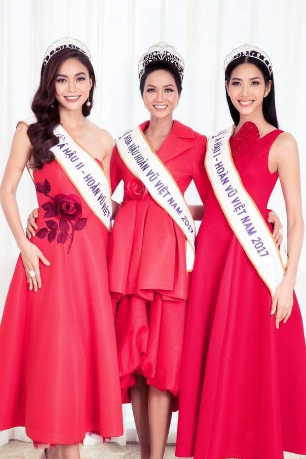 Bộ ảnh được thực hiện khi vừa đăng quang của top 3 Hoa hậu Hoàn vũ Việt Nam 2017 là một sản phẩm của Mì Gói cùng ê-kíp.