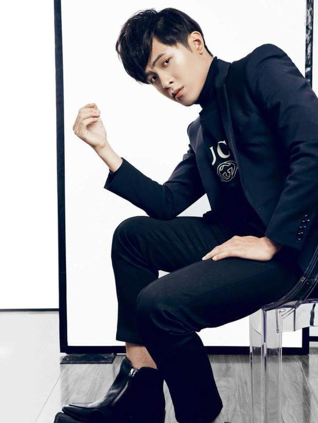 Gin Tuấn Kiệt - hot boy Sing My Song năm nay cũng từng hợp tác với anh trong một vài bộ ảnh.