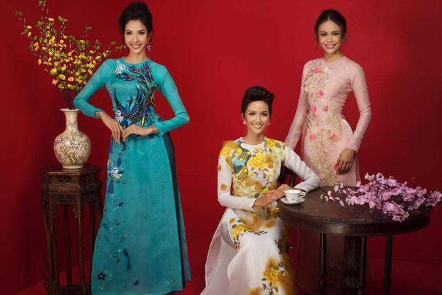 Top 3 Hoa hậu Hoàn vũ 2017 mỗi người một vẻ, nhưng ai nấy đều toát ra thần thái sang trọng, rạng rỡ.