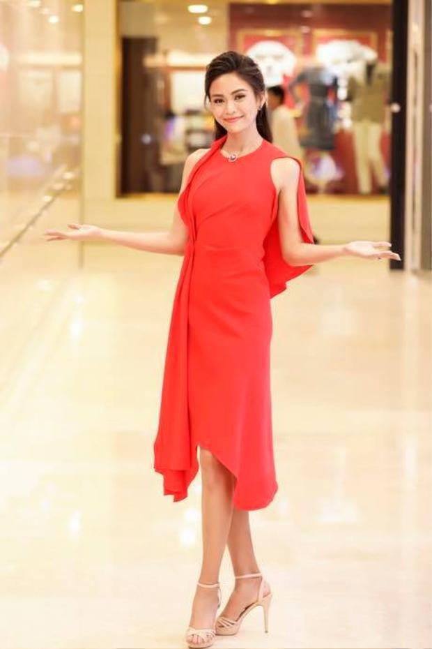 Á hậu Mâu Thủy cũng là người đẹp từng được stylist Mì Gói hỗ trợ hình ảnh trong tất cả các sự kiện.