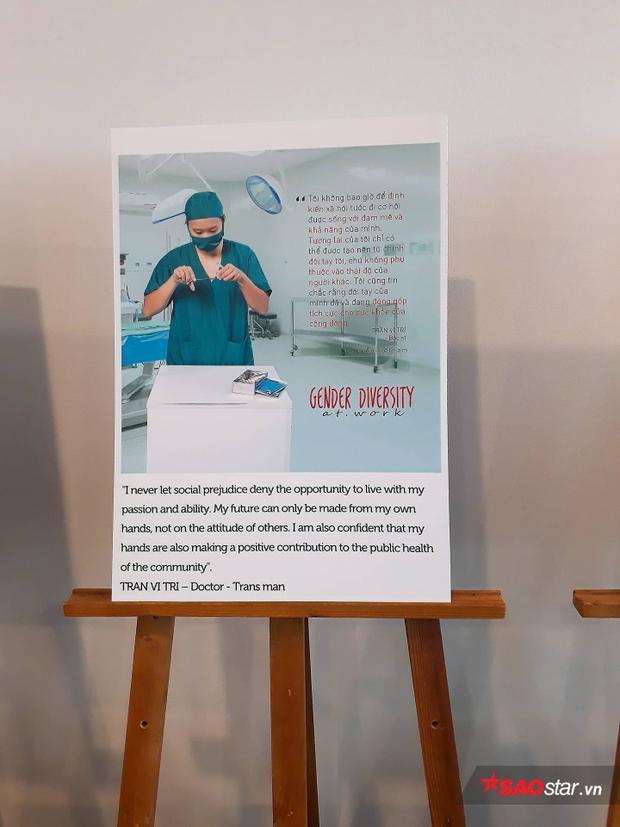 """""""Không bao giờ để định kiến xã hội tước đi đam mê nghề nghiệp"""" là thông điệp tấm poster này gửi gắm đến các bạn sinh viên."""