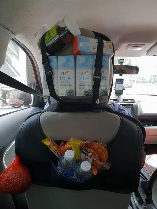 Tài xế Grab có cả tiệm tạp hóa trên xe: Làm thế cho khách vui, không khí trên xe đỡ nhàm chán hơn