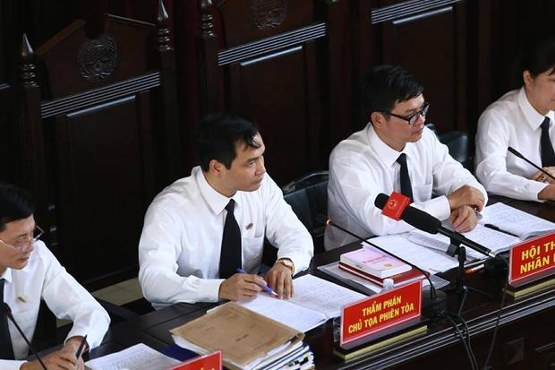 HĐXX công bố lời khai của hai đồng nghiệp của bị cáo Lương.