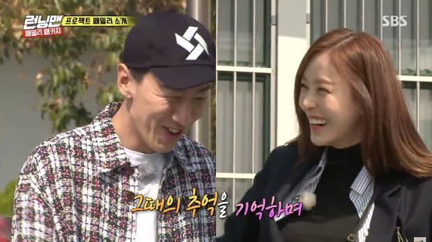 Nụ cười ngại ngùng của cả 2 khi bị Haha trêu ghẹo là cặp đôi thứ 2 mới của chương trình.