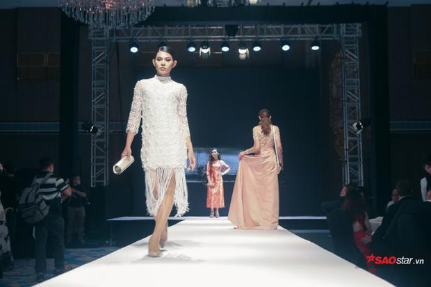 Đặc biệt, show diễn lần này của NTK Patrick Phạm có sự tham gia của một người mẫu phi giới tính - Kiệt Chung.