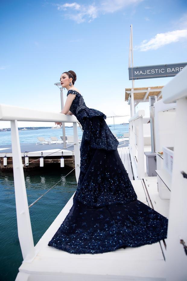 Với kinh nghiệm 4 năm tham dự LHP Cannes, giờ đây Lý Nhã Kỳ đã tự tin vào góc nhìn điện ảnh của mình. Những nhận xét, đánh giá của cô đối với giới chuyên môn và nhà sản xuất trong khuôn khổ LHP đều nhận được nhiều sự đồng tình. Thế nên sự xuất hiện của Lý Nhã Kỳ trong những buổi ra mắt phim đều được các ekip làm phim trân trọng và đánh giá cao.