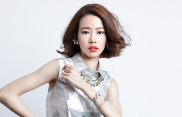 Dương Hựu Dĩnh (tên thật là Bành Hinh Dật) là người mẫu và MC có tiếng của Đài Loan qua đời vì chán chường, áp lực và bế tắc khi thường bị bắt nạt trong công việc.