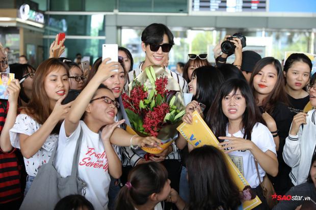 Nam diễn viên vô cùng hạnh phúc trước tình cảm của fan Việt.