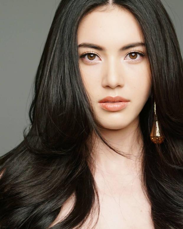 """Việc ekip sản xuất tới từ những cái tên mang tầm vóc châu lục cùng sự """"mạnh tay"""" khi mời nữ diễn viên nổi tiếng trong làng giải trí Thái Lan - Davika là sự đầu tư không hề uổng của Sơn Tùng."""