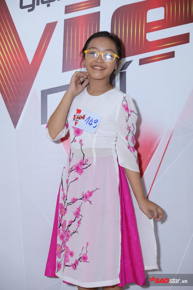 Áo dài trở thành biểu tượng vô cùng đáng yêu của các thiên thần nhí tại buổi sơ tuyển The Voice Kids lần này.