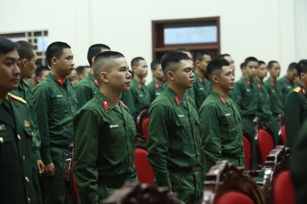 Bộ ba Hoàng Tôn - Bảo Kun - Gin Tuấn Kiệt trong buổi lễ Tuyên lệ của tân binh.