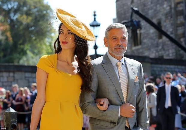 Amal Clooney và tài tử George Clooney tới dự lễ cưới hoàng gia.