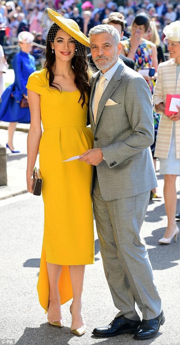 Và nam diễn viên từng đoạt giải Oscar George Clooney với vợ là Amal Clooney - nữ luật sự nhân quyền nổi tiếng.