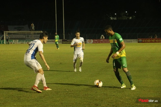 Trận đấu giữa Cần Thơ và HAGL diễn ra hấp dẫn khi hòa với tỷ số 2-2.