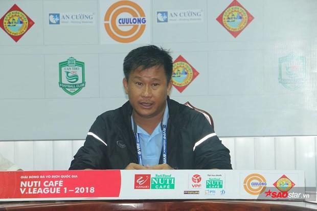 HLV Đinh Hồng Vinh hài lòng với kết quả hòa 2-2.