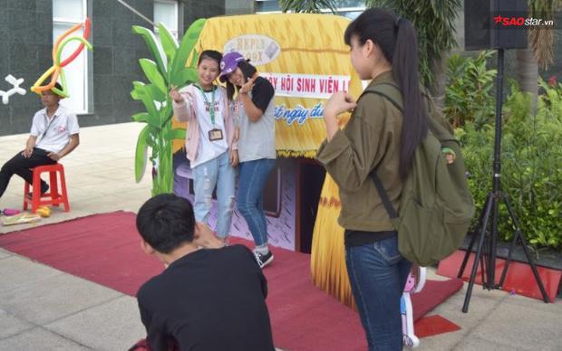 Ban tổ chức còn chu đáo chuẩn bị cả góc chụp ảnh cho sinh viên tha hồ sống ảo.
